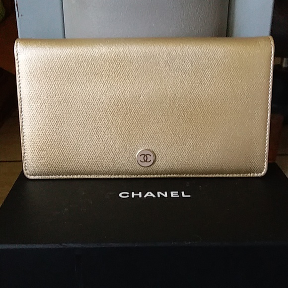 Chanel Handbags - Gorgeous Authentic NWOT Chanel Caviar Skin Wallet